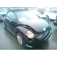 2004 Volkswagen Beetle convertible 2.0 automatic damaged front for parts
