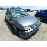 2004 Volkswagen Jetta grey 1.8t 5 speed damaged right side for parts