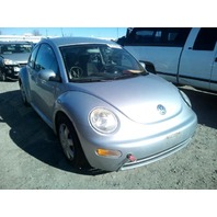 2003 Volkswagen Beetle silver 2.0 5 speed damaged front for parts
