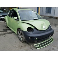 2003 Volkswagen Beetle 1.8t 5 speed sport green damaged front for parts
