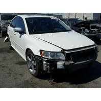 2009 Volvo S40 T5 white damaged left front for parts