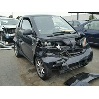 2008 Smart Fortwo black damaged front end for parts