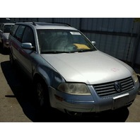 2003 Volkswagen Passat wagon 1.8t automatic damaged right front for parts