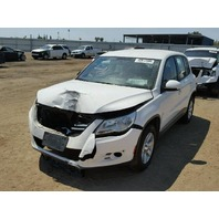 2010 Volkswagen Tiguan white damaged front for parts