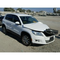 2010 Volkswagen Tiguan white 2.0 automatic damaged front for parts