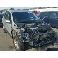 2013 Volkswagen Tiguan silver damaged front for parts