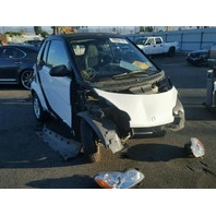 2009 Smart Fortwo white damaged front for parts