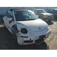 2006 Volkswagen Beetle creme damaged right front for parts