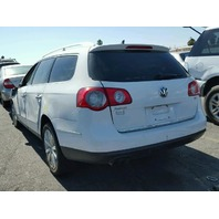 2010 Volkswagen Passat 2.0 automatic wagon damaged right front for parts