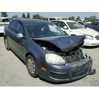 2006 Volkswagen Jetta grey damaged right front for parts