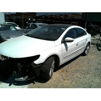 2009 Volkswagen CC 2.0 white damage front for parts