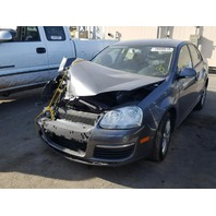 2010 VW Jetta SE, 2.5L, AT, Sdn, Grey, hit front