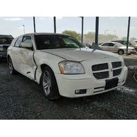 2005 Dodge Magnum White Damaged Right