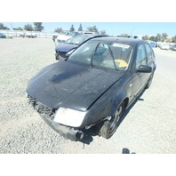 2002 Volkswagen Jetta 1.9 TDI hit front for parts
