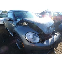 2012 Volkswagen Beetle damaged front 2.5 automatic for parts