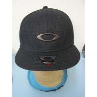 Oakley snowboard surf golf Chips Wool Snap Back Flat Brim Hat NEW w/tag Black