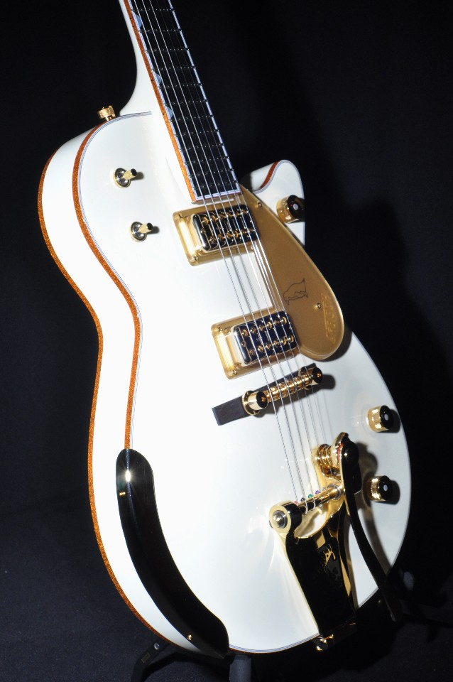 gretsch g6134t 58vs vintage select white penguin guitar with bigsby streetsoundsnyc. Black Bedroom Furniture Sets. Home Design Ideas