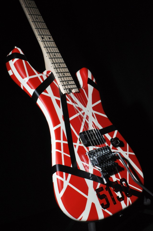 evh stripe series 5150 red black white guitar in stock streetsoundsnyc. Black Bedroom Furniture Sets. Home Design Ideas