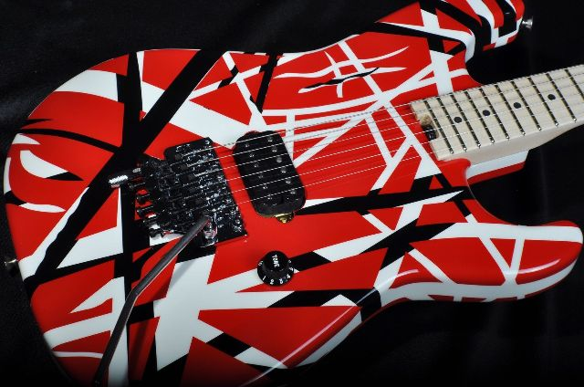 EVH STRIPE SERIES RED/BLACK/WHITE GUITAR