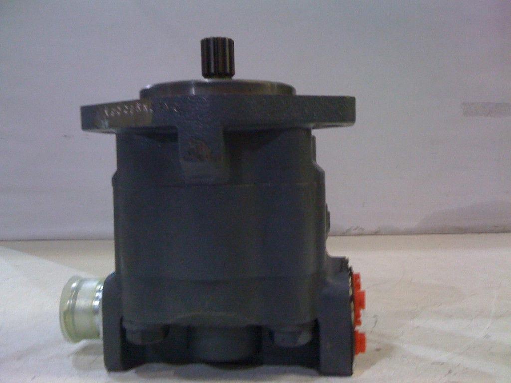 Ford 655d Backhoe Parts : Ford backhoe hydraulic pump b e nn ba new