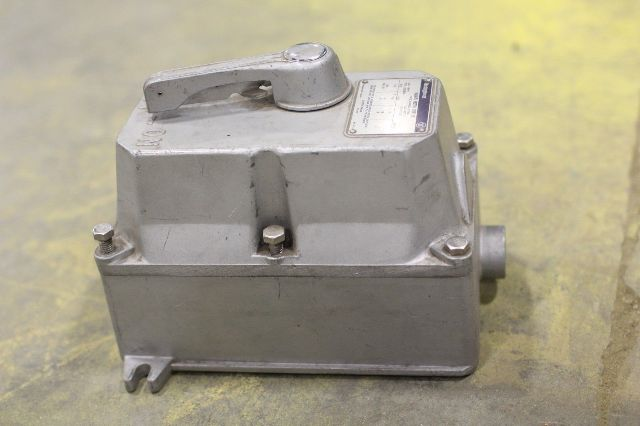 Used westinghouse manual motor starter 1260c89g01 b100u0c for 3 hp motor starter