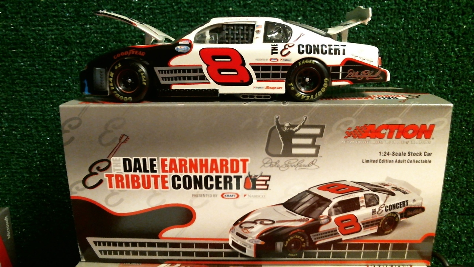 Dale Earnhardt Tribute: 2003 Dale Earnhardt Jr. #8 Tribute Concert 1/24 Die Cast