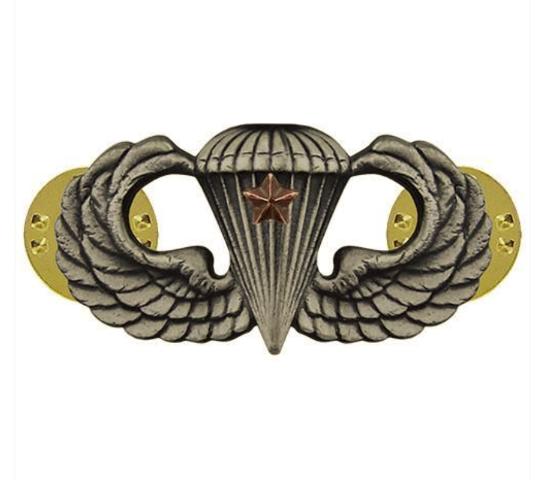 Vanguard ARMY BADGE: COMBAT PARACHUTE FIRST AWARD - SILVER OXIDIZED