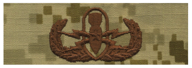 Vanguard NAVY EMBROIDERED BADGE: SENIOR E.O.D. - DESERT DIGITAL