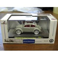 1957 VW BEETLE DELUXE EUROPEAN MODEL Gray M2 AUTOTHENTICS RUBBER TIRES 1/64 VW02