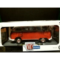 M2 Machines Auto-Thentics 1960 VW Microbus Deluxe US 1/24 R45 2014 Ltd /10,000