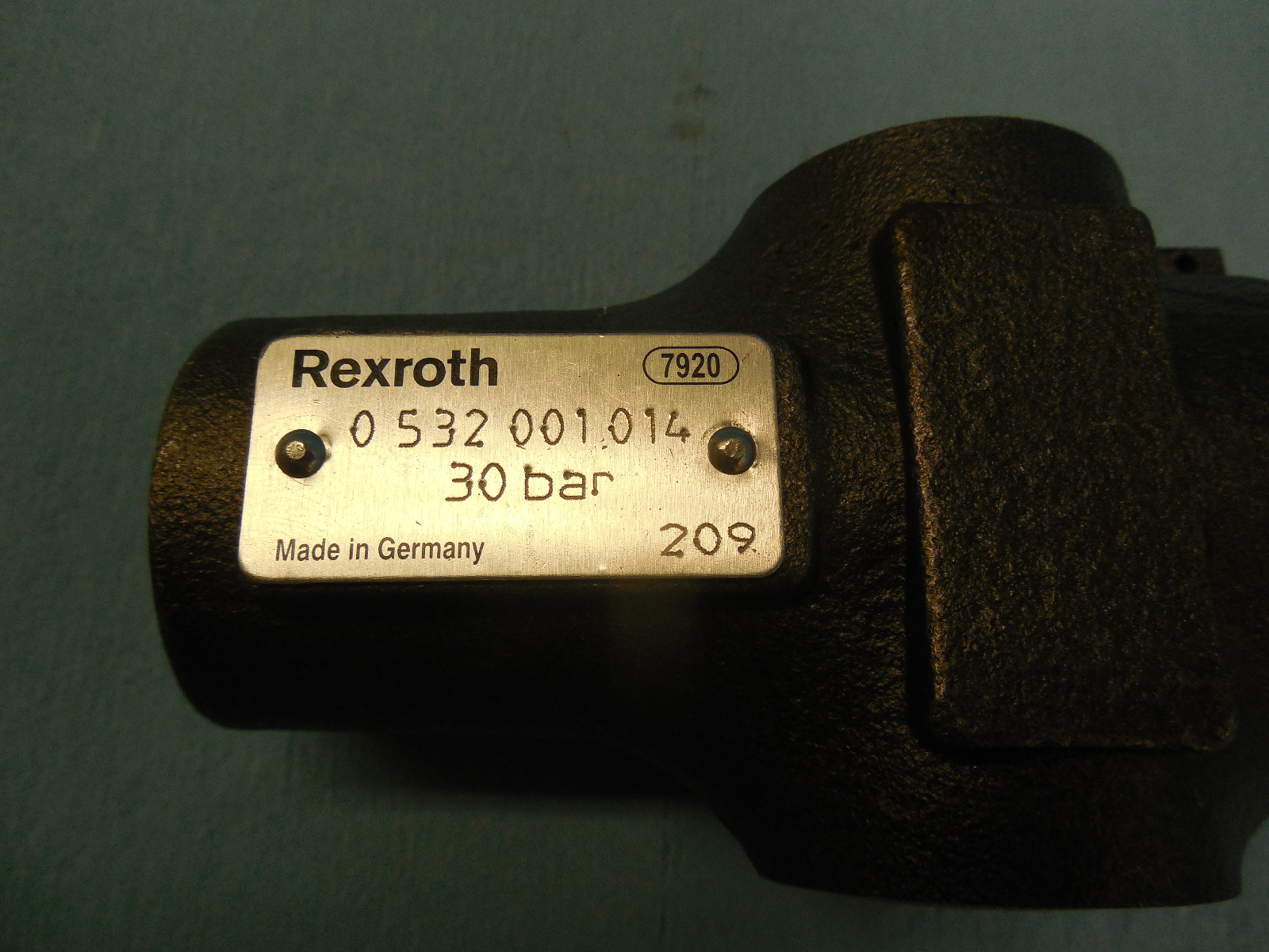 NEW BOSCH REXROTH HYDRAULIC THREADED PRESSURE RELIEF VALVE  0 532 001 014 209