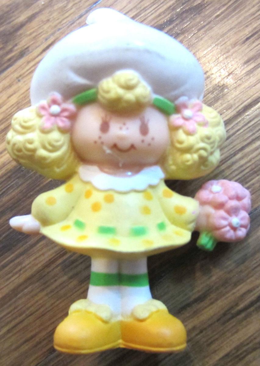 Vintage-lemon-meringue-strawberry-shortcake-miniature