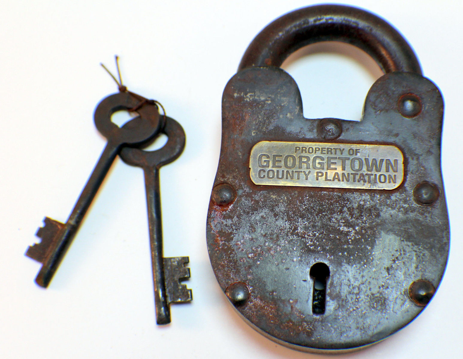 Cast iron property of georgetown county plantation padlock