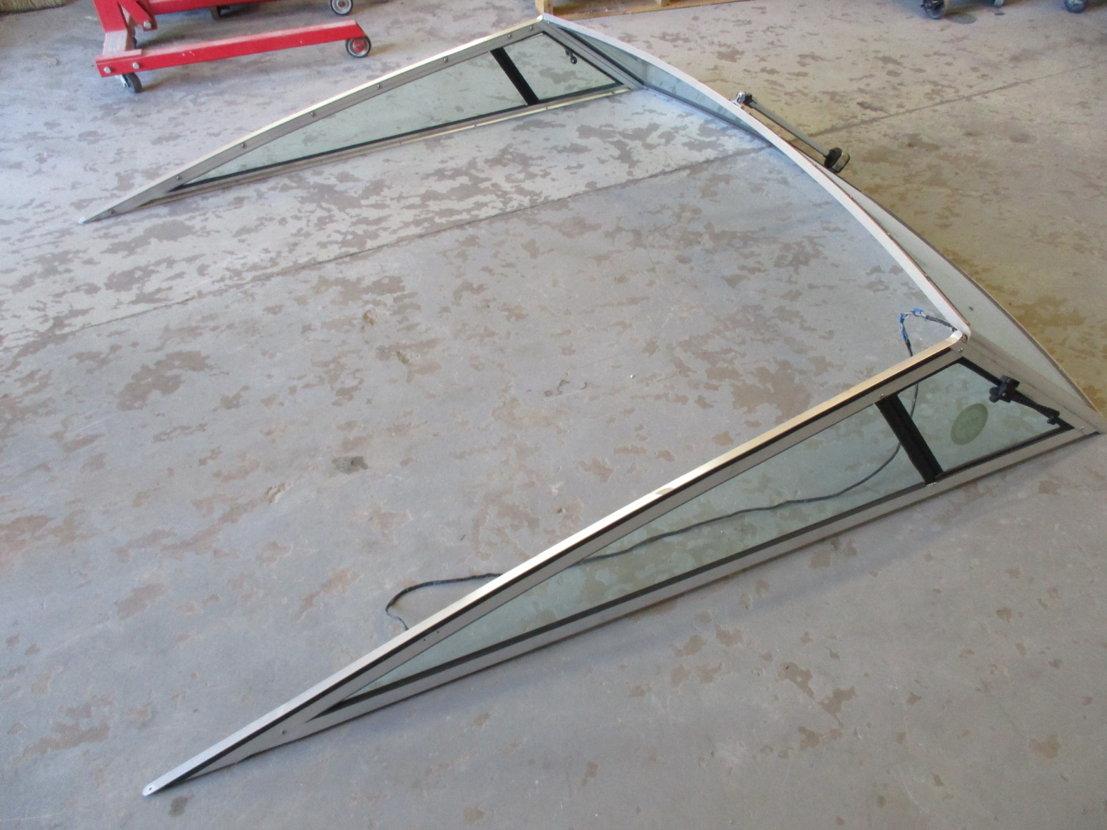 curved glass front windshield side wings 22 ft 225 sun downer 1989 four winns. Black Bedroom Furniture Sets. Home Design Ideas
