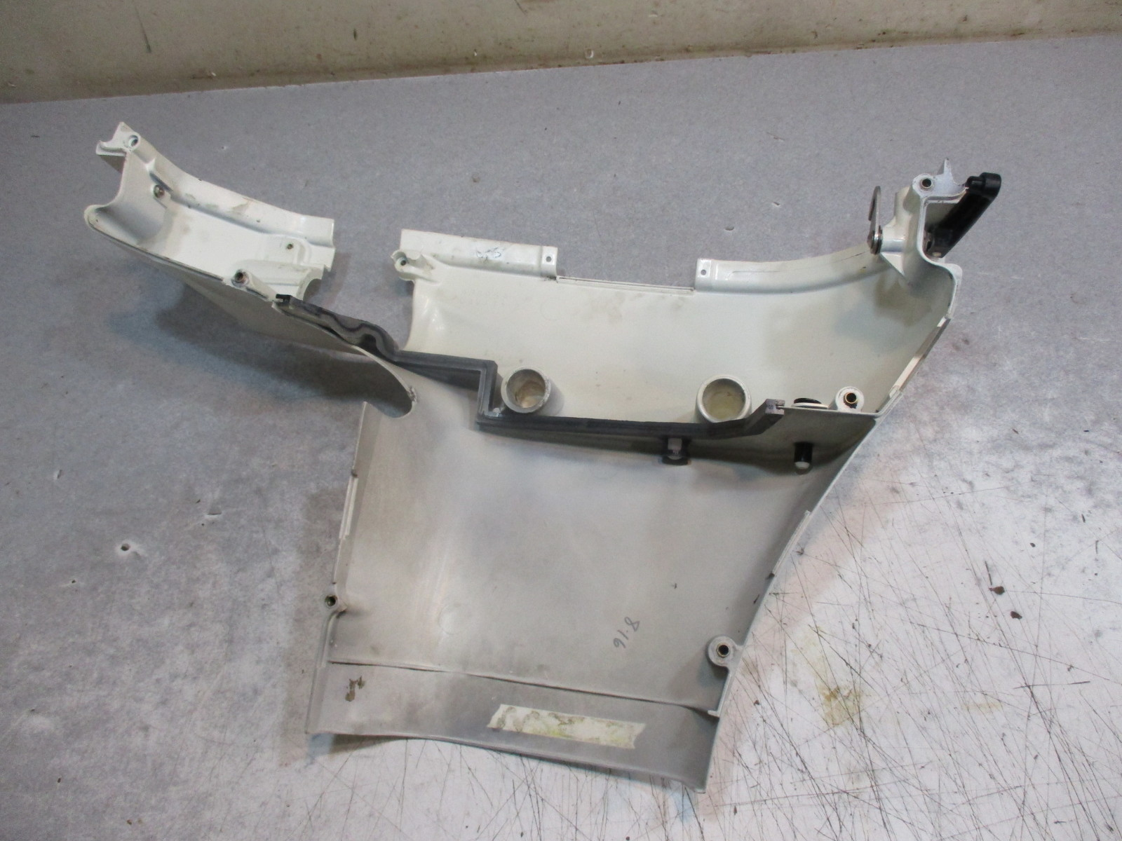 5005014 Evinrude Johnson Outboard Lower Engine Cover Stbd