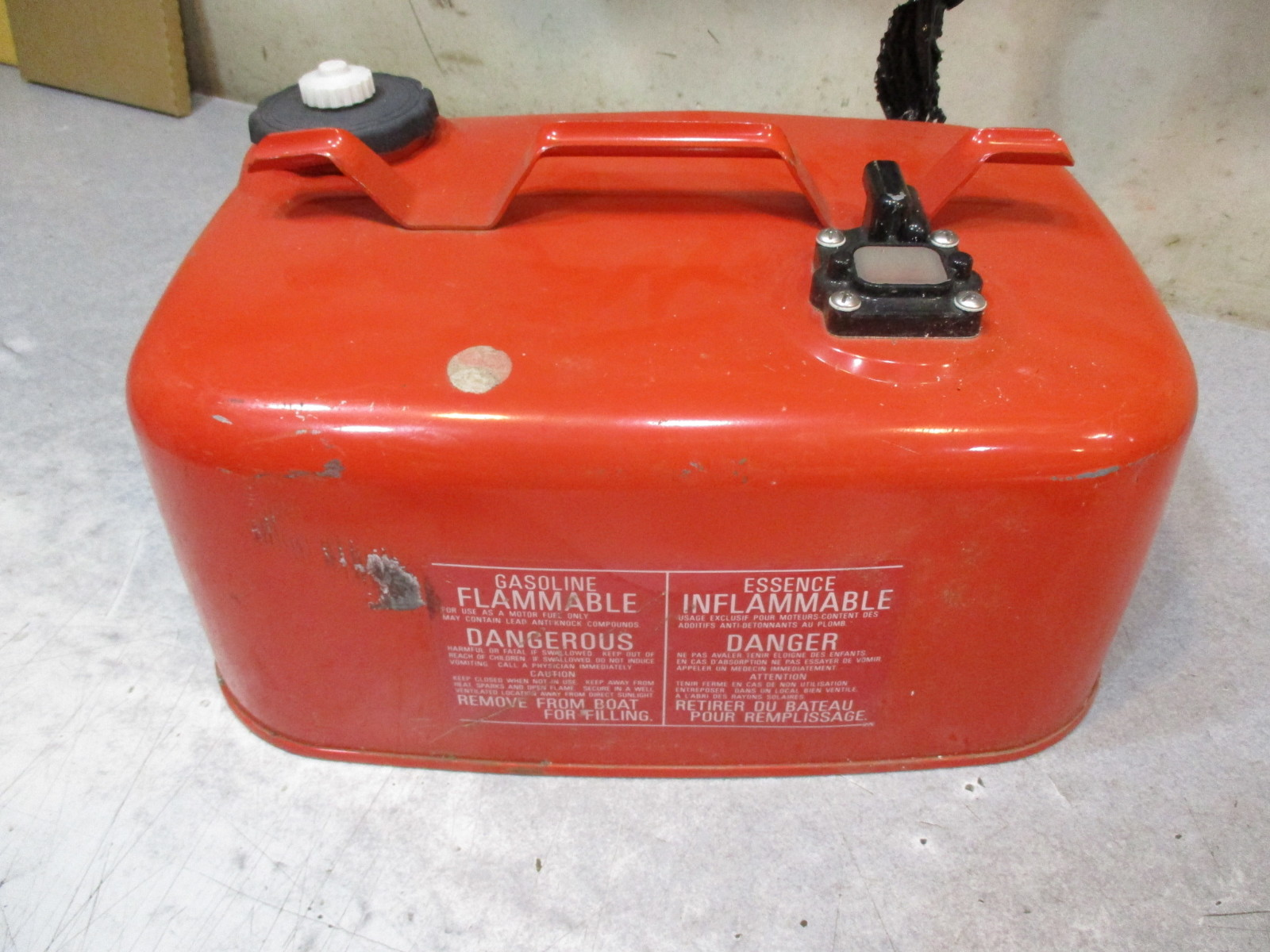 Fg24b nissan boat outboard marine fuel gas tank 6 gallon for Gas tanks for outboard motors