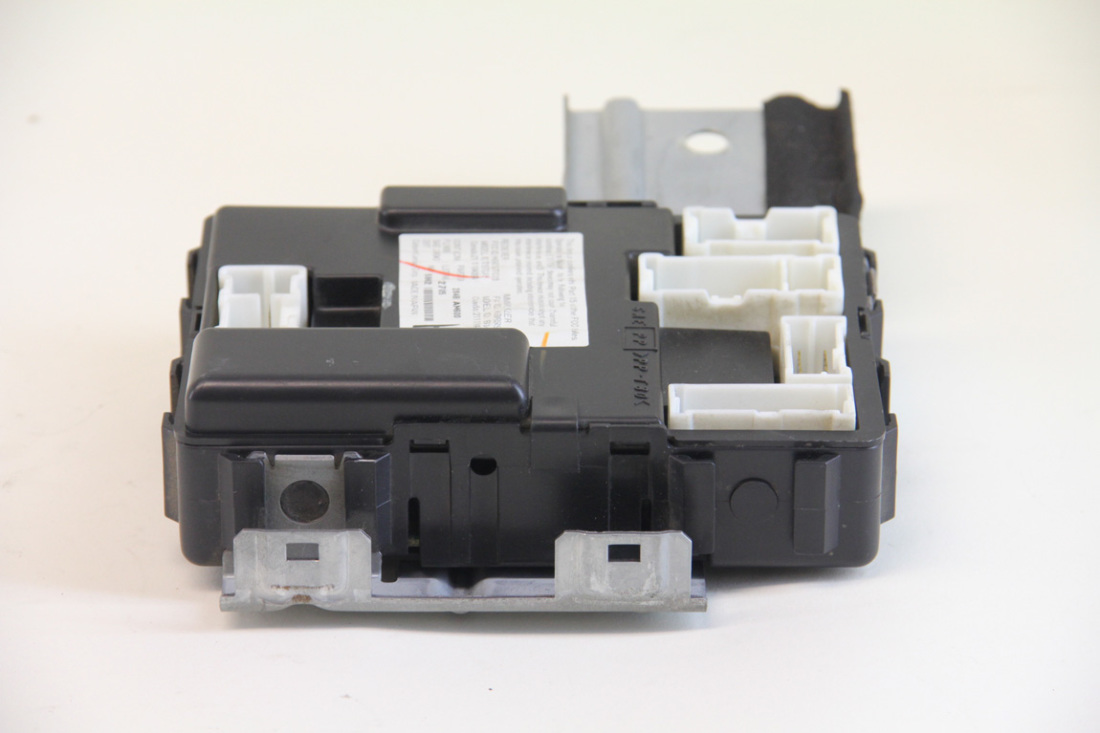 infiniti g35 sedan 2003 2004, under dash fuse box, 284b1 ... car alarm fuse box