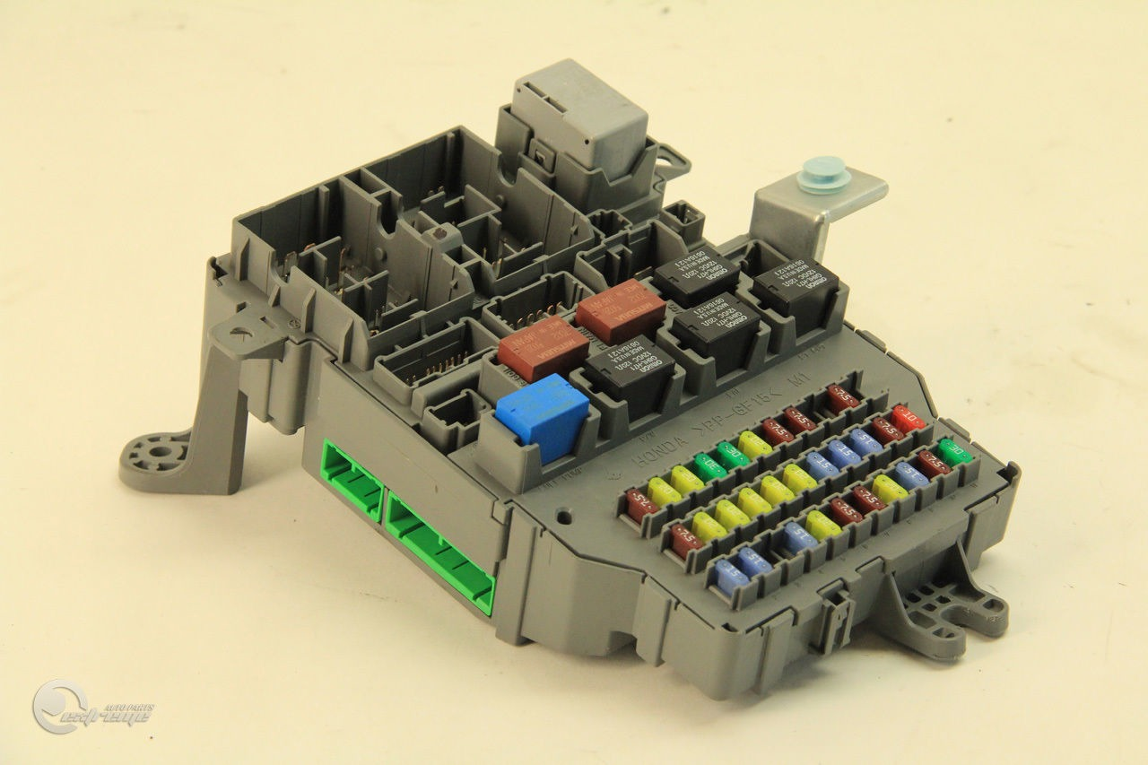 2004 acura tl fuse box    acura       tl    38200 sep a05 rear    fuse       box    junction unit 04 05     acura       tl    38200 sep a05 rear    fuse       box    junction unit 04 05