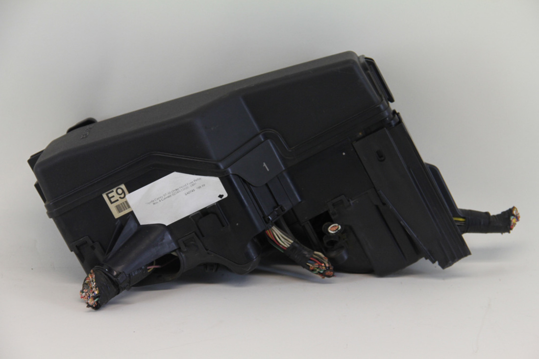 ea0745 toyota camry 07 10 under hood fuse relay box 4 cylinder 82740 33020 oem 4 toyota camry 07 10 under hood fuse relay box, 4 cylinder 82740 under-hood fuse/relay box at soozxer.org