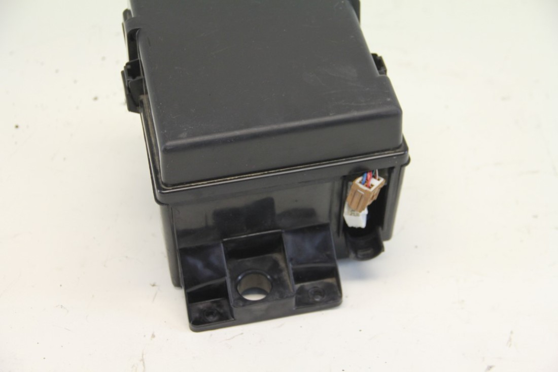 nissan armada fuse box under hood oem 04 07 extreme auto. Black Bedroom Furniture Sets. Home Design Ideas