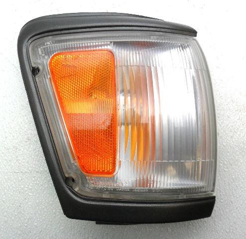 OEM 1992-1995 Toyota 4Runner RH Park lamp-Turn Signal Painted Park Light