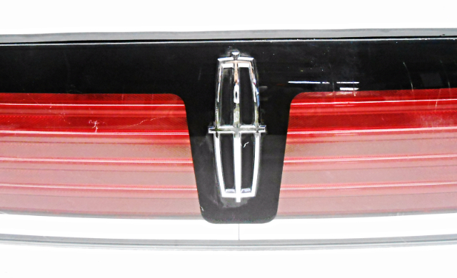 Oem Lincoln Mkx Rear Center Lid Tail Light Tail Lamp Lens
