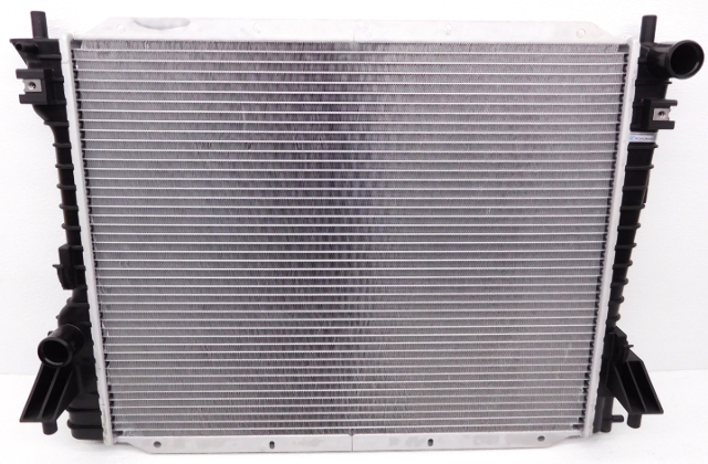 Aftermarket TYC Radiator Ford Mustang 2789