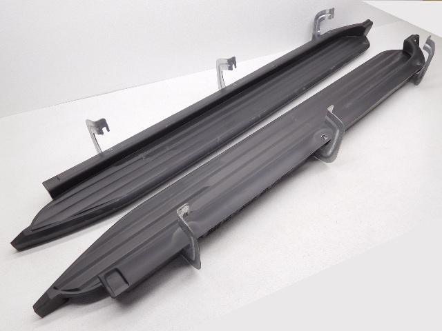 OEM Chevrolet Tahoe Escalade Yukon Fixed Running Board Pair 22813698 Scratches