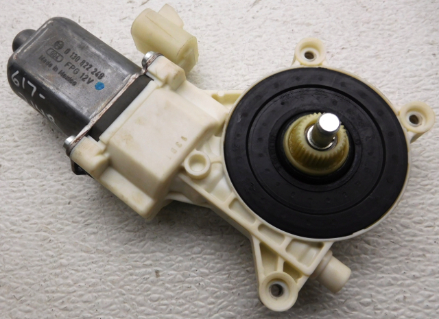 OEM Saturn Aura Chevy Malibu Right Passenger Front Window Motor