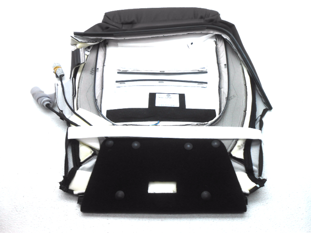 New Oem Volkswagen Touareg Right Front Lower Seat Cover