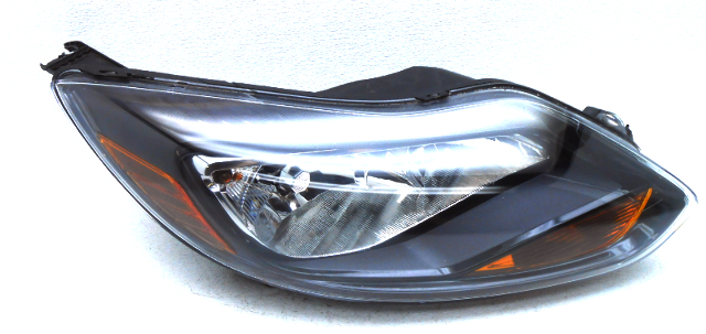 OEM Ford Focus Headlamp Pair w/Black Trim - Outer Tabs Chipped