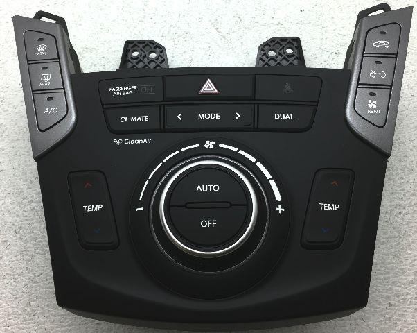 OEM Hyundai Santa Fe Temp Control Corner Chipped 97250-B84504X
