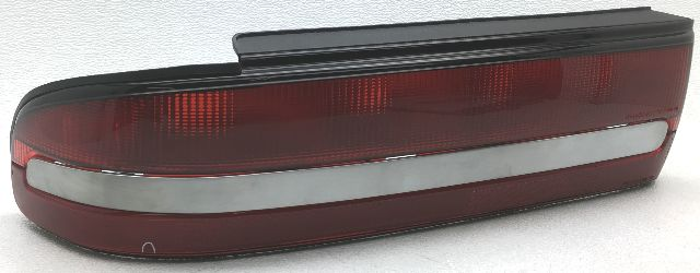 OEM Buick Regal Left Tail Lamp Small Lens Crack 5976679