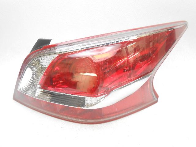 oem 2013 nissan altima sedan right led red outer trim tail light lens chip alpha automotive. Black Bedroom Furniture Sets. Home Design Ideas